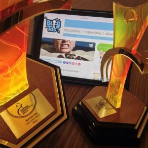 Trofeu_Comunique-se_Marcelo-Tas_Premio_2015_Blog_Tas